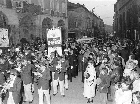 novembre 1981 processione con le spoglie di S.Bernardino